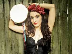"Lindi Ortega performs ""I'm On Fire"" live"