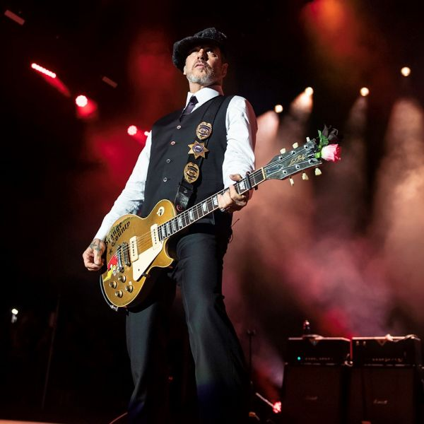CONCERT REVIEW:  SOUNDS FROM BEHIND THE ORANGE CURTAIN, 40 YEARS OF SOCIAL DISTORTION @ FIVEPOINT AMPITHEATRE, IRVINE, 10/26